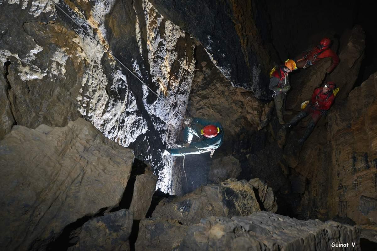 Traversée souterraine en rappel